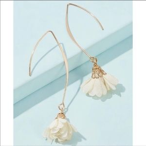 DAINTY WHITE FLOWER DANGLE DROP EARRINGS!